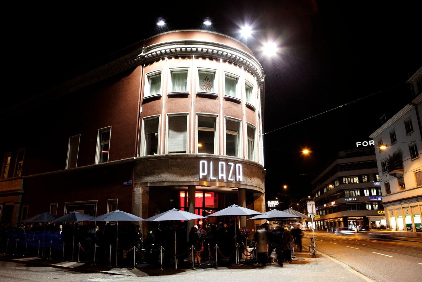 extellent-location-plaza-5